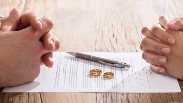 Foto zu Dem Herzschmerz folgt der Papierkram: Welche Verträge nach der Scheidung bleiben