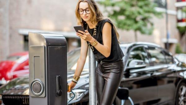 Foto zu E-Auto Ladekosten: Wirklich günstiger als bei Verbrennern?